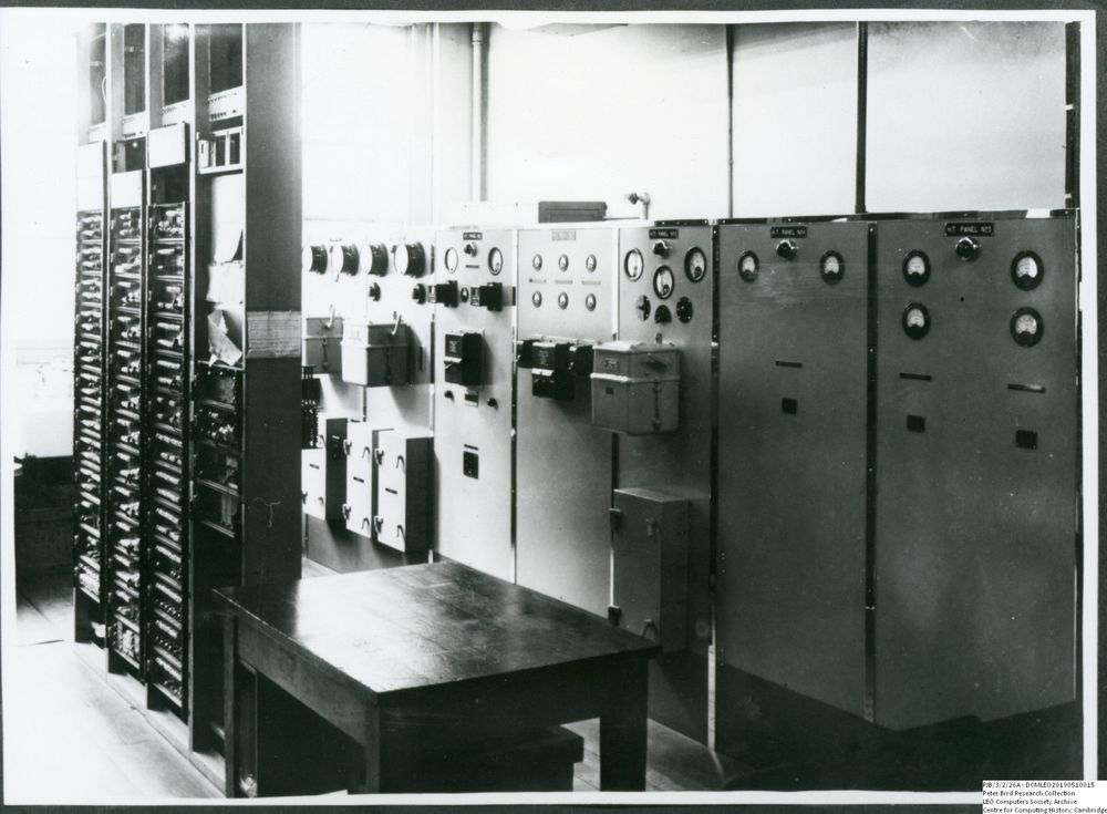 Photograph of 60474 STC Reconverter and Power Supplies