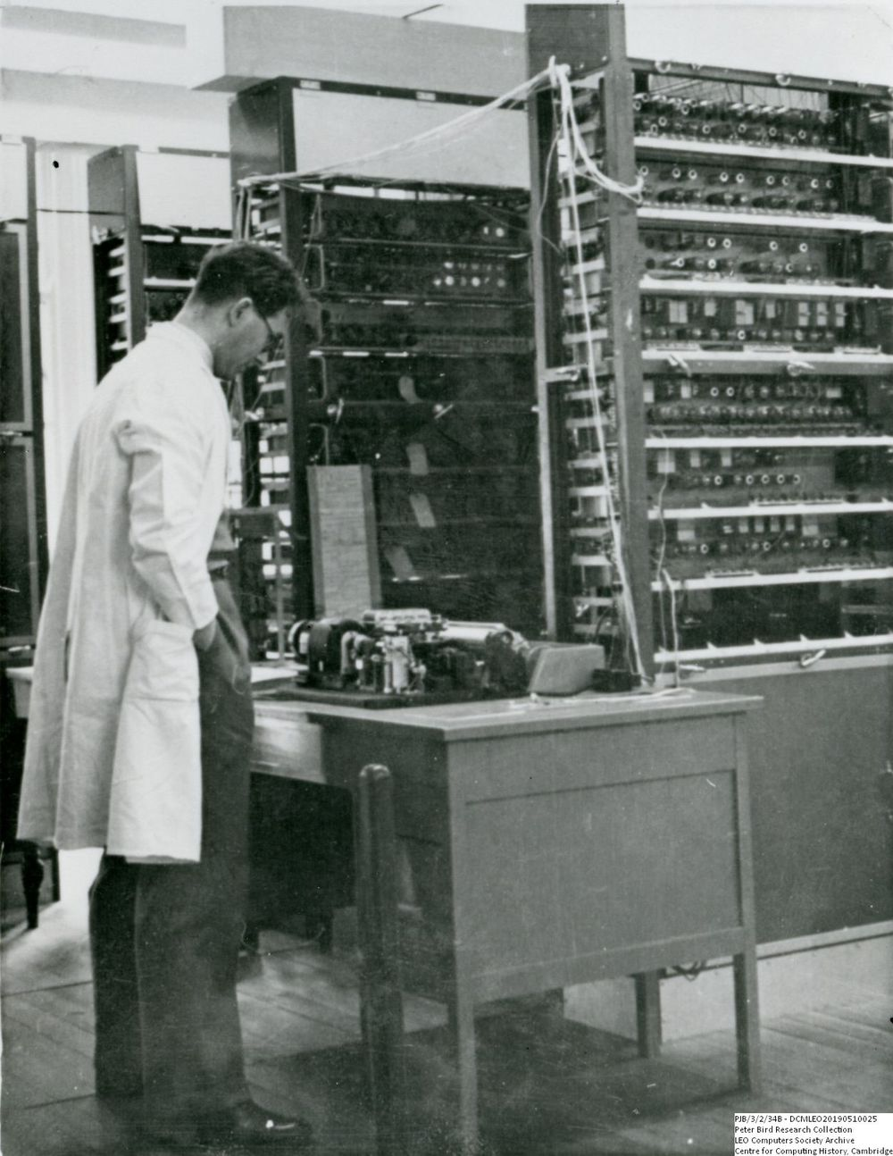Photograph of 60495 Ernest Lenaerts looking at a LEO I teleprinter