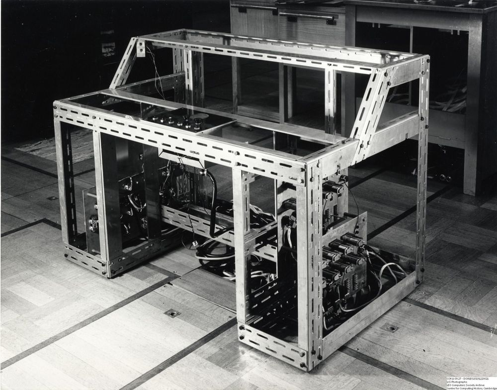 Photograph of 61296  LEO I operators console chassis  (Sep 1954)