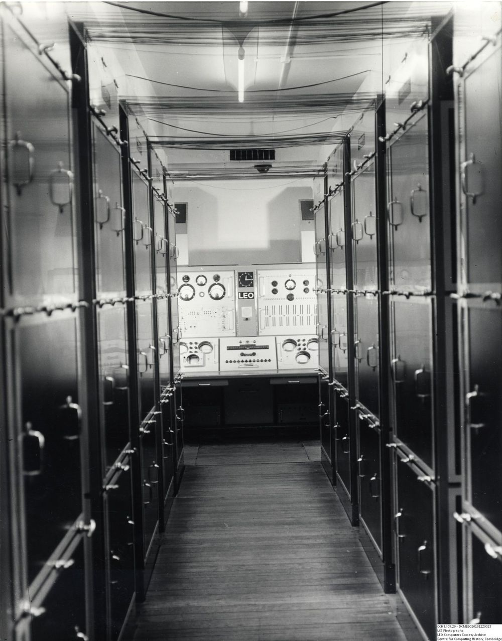 Photograph of 61298  LEO I view down central aisle to engineering console (1955)