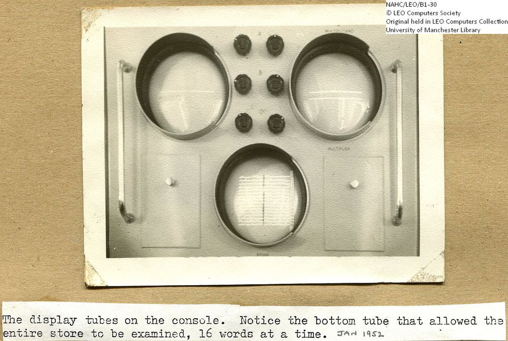 Photograph of 61860  LEO I Console Display Tubes  (1952)