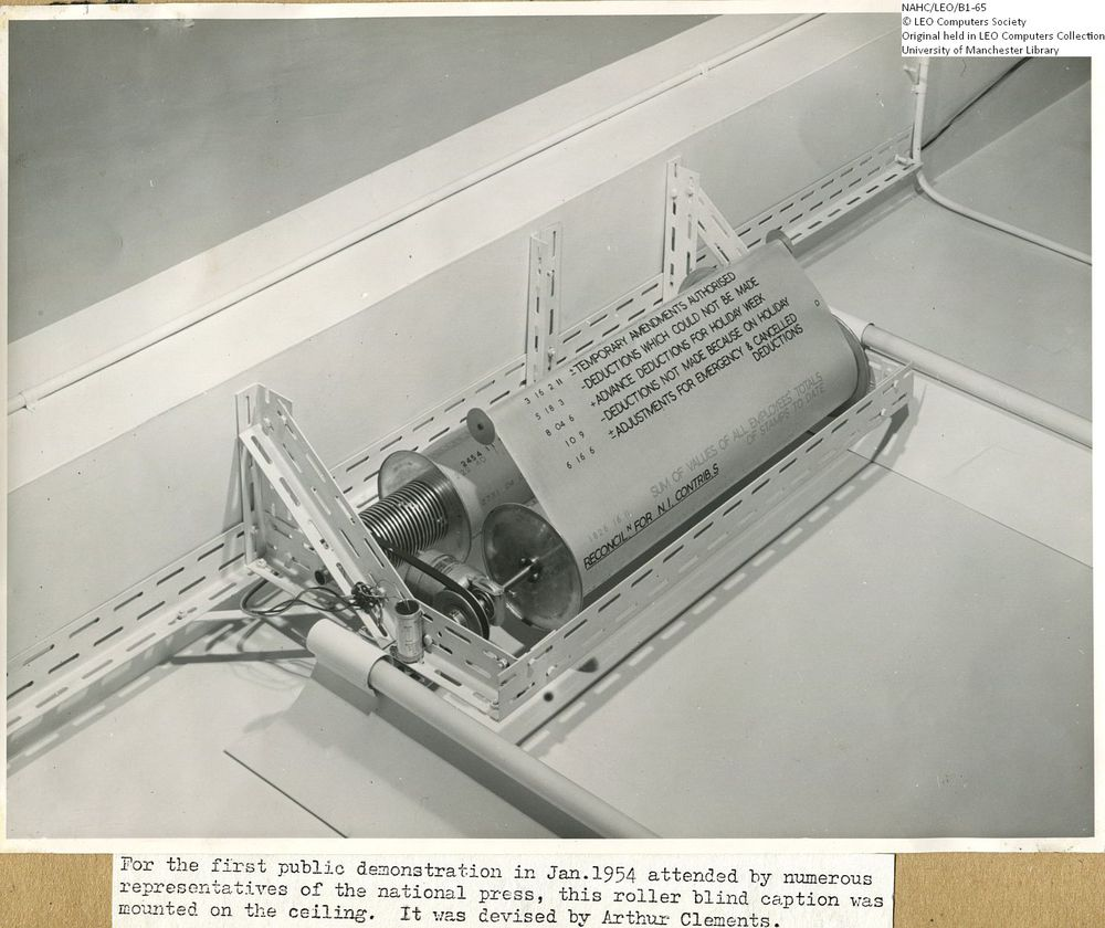 Photograph of 61876  LEO I Public Demonstration: Roller Blind Caption  (1954)