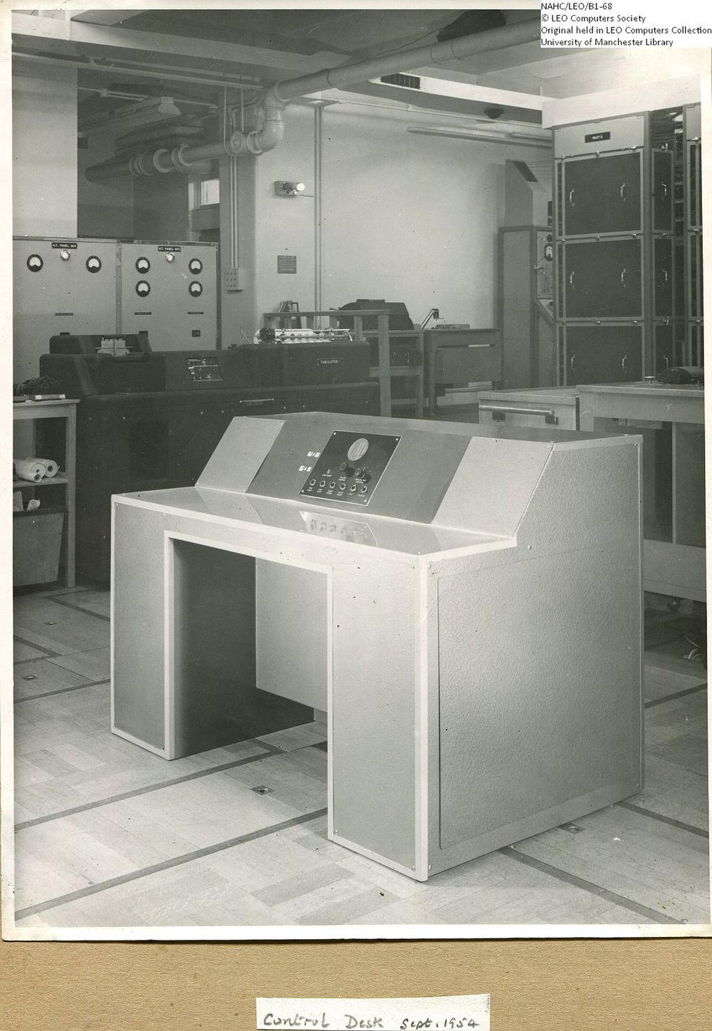 Photograph of 61877  LEO I Control Desk  (1954)