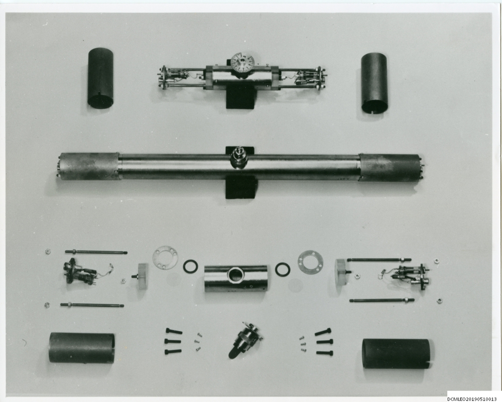 Photograph of 55579 Mercury delay line tube with components