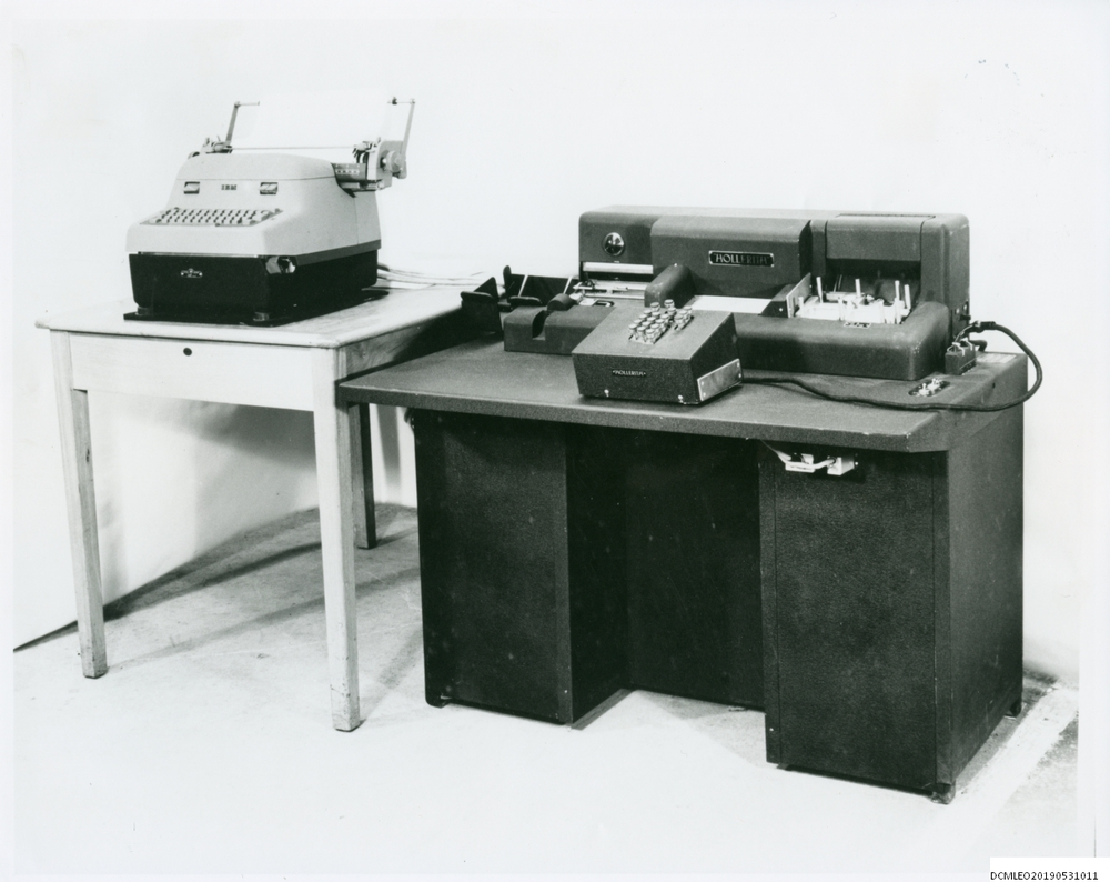 Photograph of 55583 Hollerith card punch