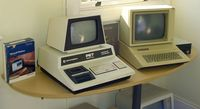 Commodore_Pet_2001_and_Apple_IIe